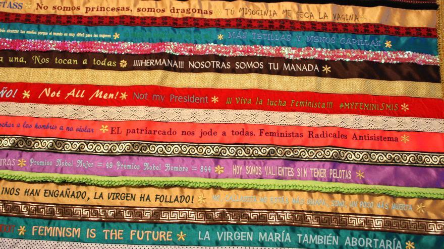 Detalle de la obra 'Todas a una; la revolución se hace a golpe de aguja'. Sandra Paula Fernández, 2018