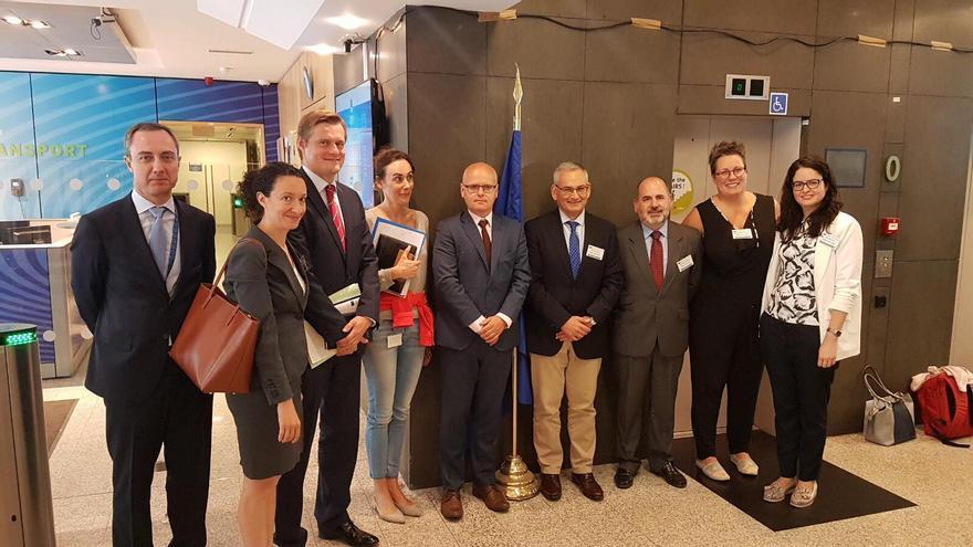 Los representantes valencianos junto a las autoridades europeas