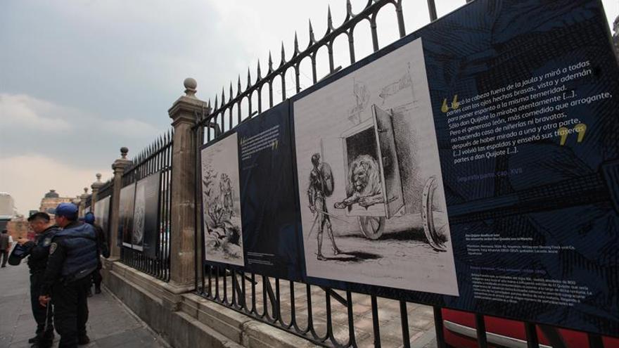 Exponen con ilustraciones a Don Quijote en las Rejas de la Catedral Mexicana