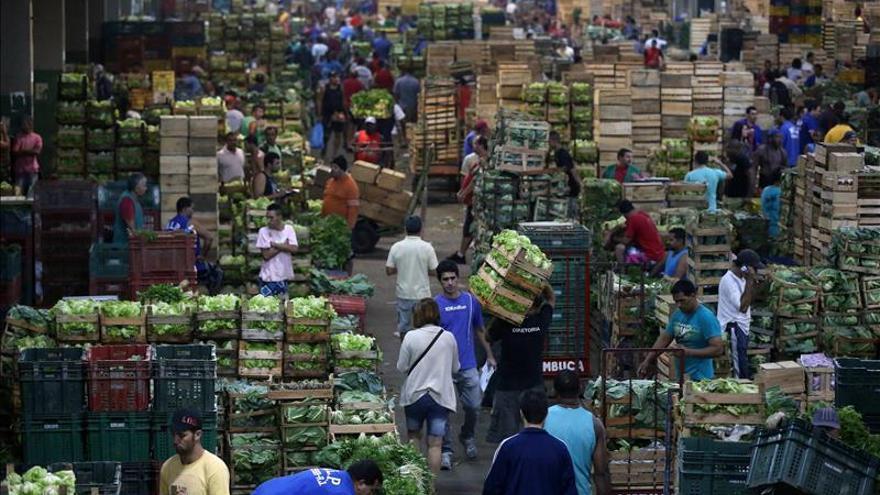 Los analistas elevan al 5,85 por ciento la previsión de inflación brasileña en 2013