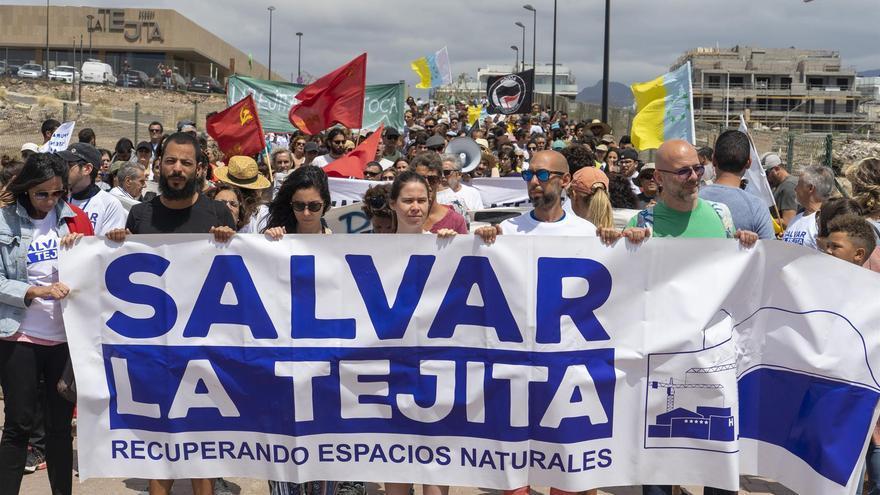 Manifestación en contra de la construcción de un hotel en la playa de La Tejita