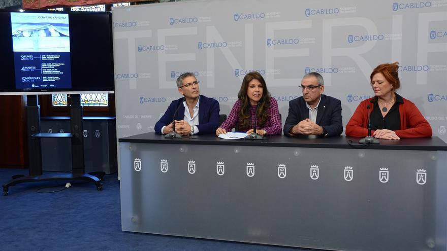 Delia Herrera (segunda por la izquierda), consejera de Acción Exterior en el Cabildo de Tenerife, en la presentación