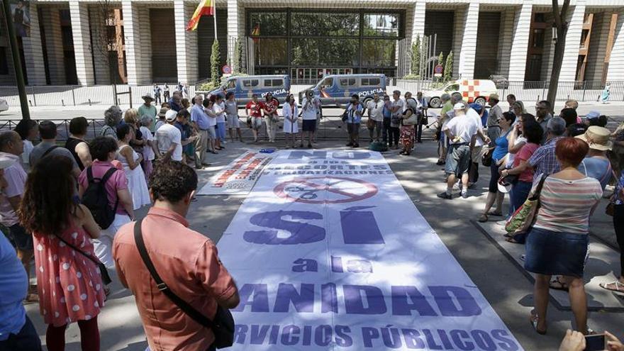 Sociedad civil y partidos de la oposición firman un pacto por la sanidad pública