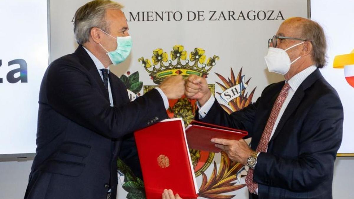 Jorge Azcón, alcalde de Zaragoza, y Antonio Brufau, presidente de Repsol