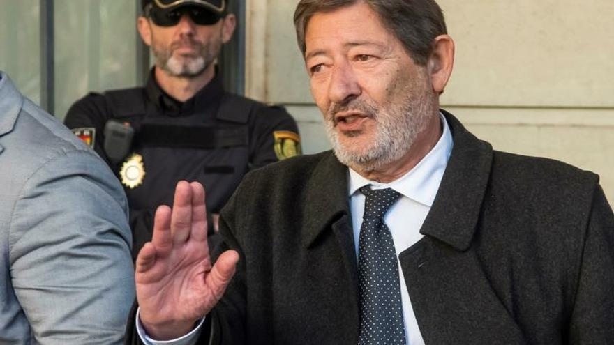 El exdirector general de Trabajo, Javier Guerrero, a su salida el pasado viernes de la Audiencia de Sevilla