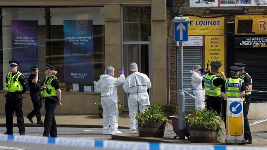 El Gobierno británico baja las banderas a media asta por la muerte de Jo Cox