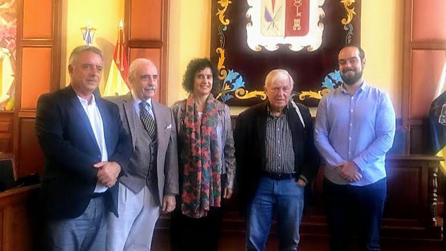 Jovita Monterrey Yanes, consejera de Cultura y Patrimonio del Cabildo de La Palma, con miembros de Fundación Centro Internacional para la Conservación del Patrimonio.