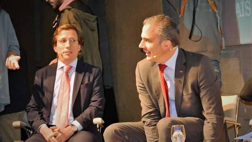 El alcalde de Madrid, José Luis Martínez-Almeida, y el portavoz municipal de Vox, Javier Ortega Smith. / Europa Press