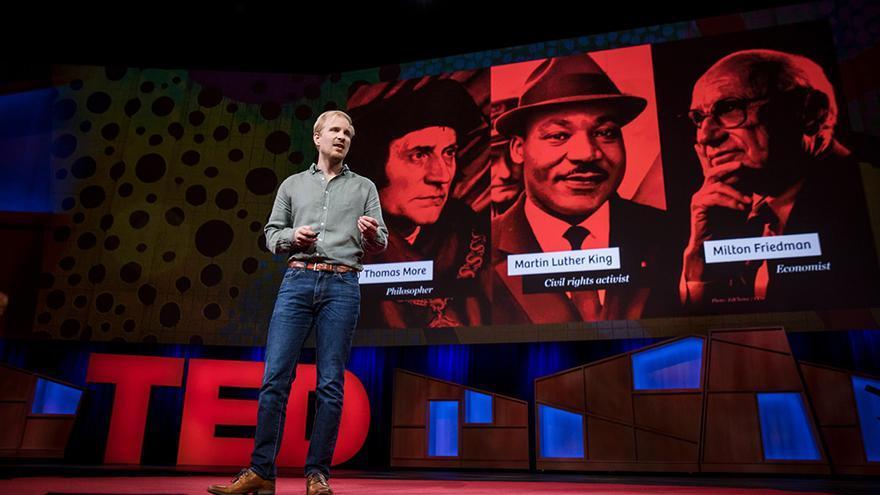 Rutger Bregman durante su intervención en la conferencia TED | Bret Hartman / TED