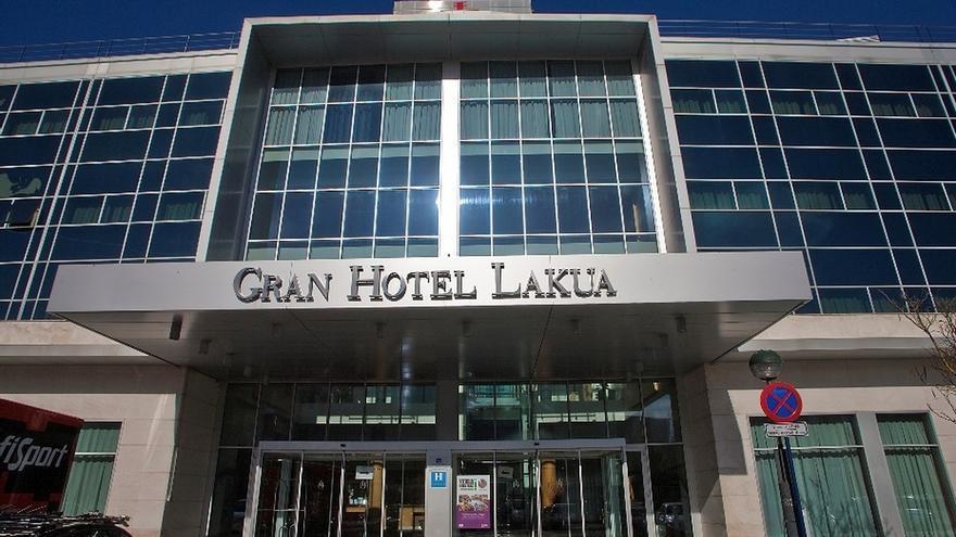 El Gran Hotel Lakua de Vitoria deja de acoger enfermos covid-19 y comienza el próximo martes su desinfección