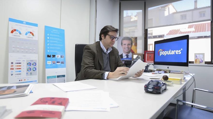 El experto en márketing Sergio Ramos en su despacho en la sede nacional del PP.