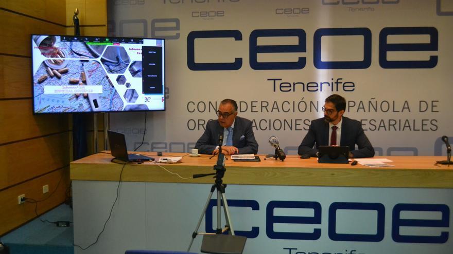 El presidente de CEOE-Tenerife, José Carlos Francisco (a la izquierda), en la presentación del informe de coyuntura del primer trimestre de 2020