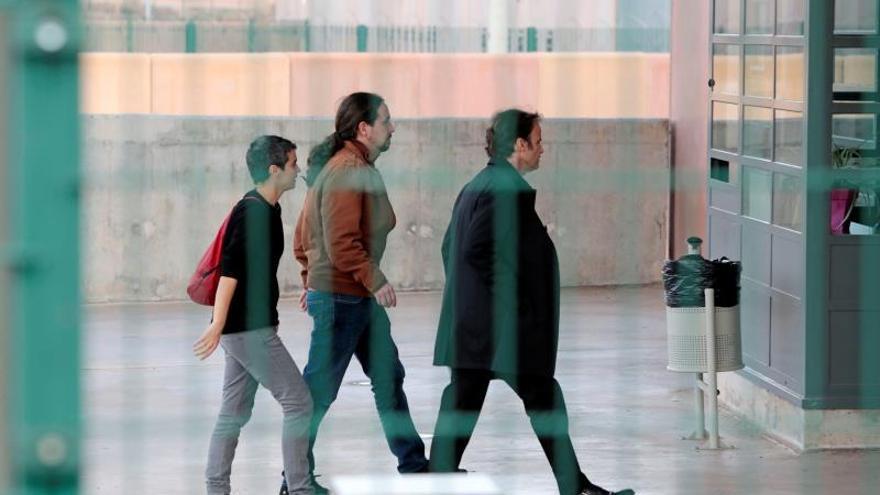 Termina la reunión entre Pablo Iglesias y Oriol Junqueras en Lledoners