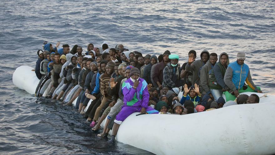 Personas migrantes en su viaje a Europa © Emilio Morenatti