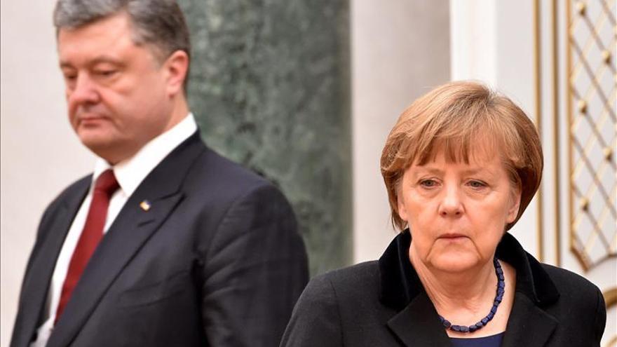 La cumbre de Minsk apura la madrugada para tratar de tejer un acuerdo de paz