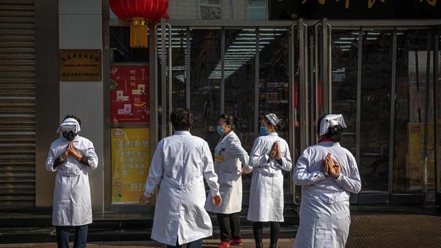 La Comisión Nacional de Salud de China elevó el número de muertos por el coronavirus causante de la neumonía de Wuhan a 908 entre los 40.171 contagiados.