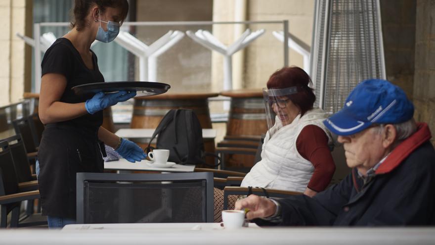 Castilla-La Mancha prohíbe grupos de más de 6 personas y confirma el toque de queda de 00.00 a 6.00 horas