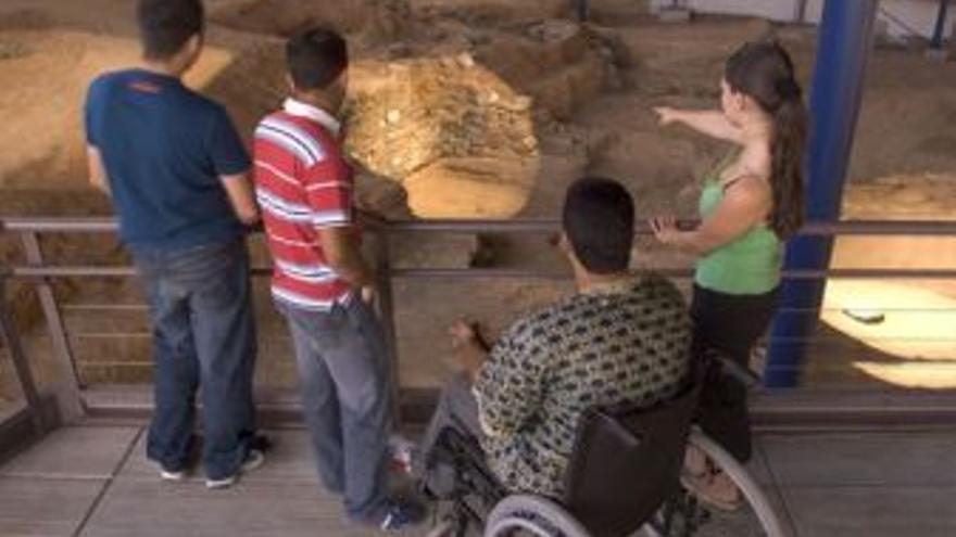 Personas en La Cueva Pintada de Gáldar. (EUROPA PRESS)