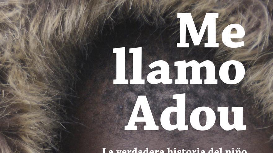 El periodista Nicolás Castellano presenta su libro 'Adou', el niño que intentó pasar la frontera en una maleta.