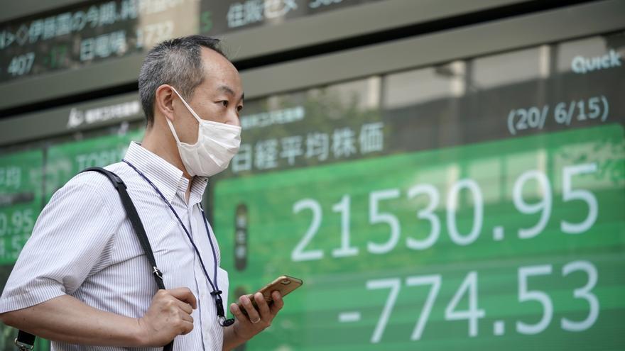 El Nikkei baja 0,75% por la caída de confianza empresarial y el temor vírico EFE/EPA/FRANCK ROBICHON/Archivo