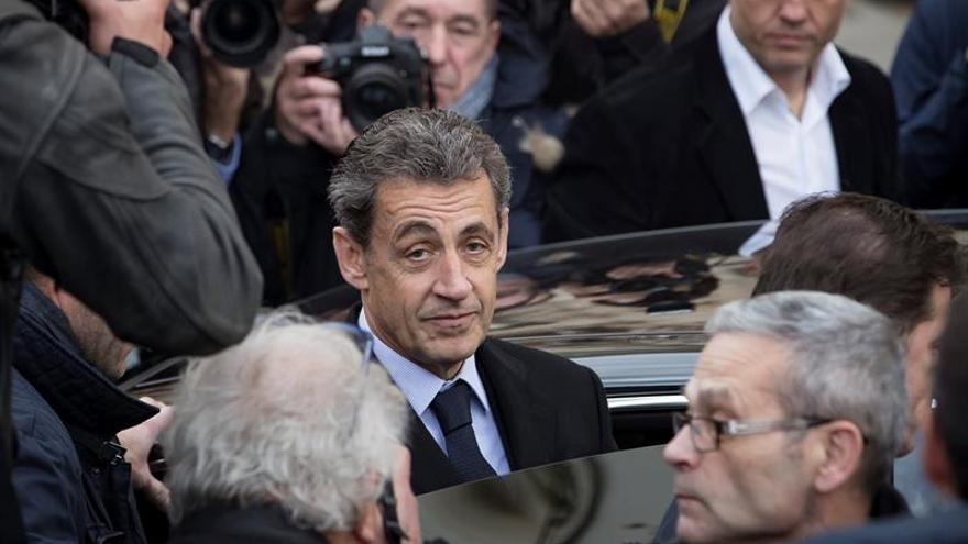 """Nicolas Sarkozy: """"Creí que podía volver. Me equivoqué""""."""