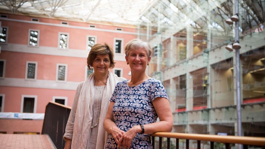 Las expertas en salud pública Elena Ronda y Alison Reid