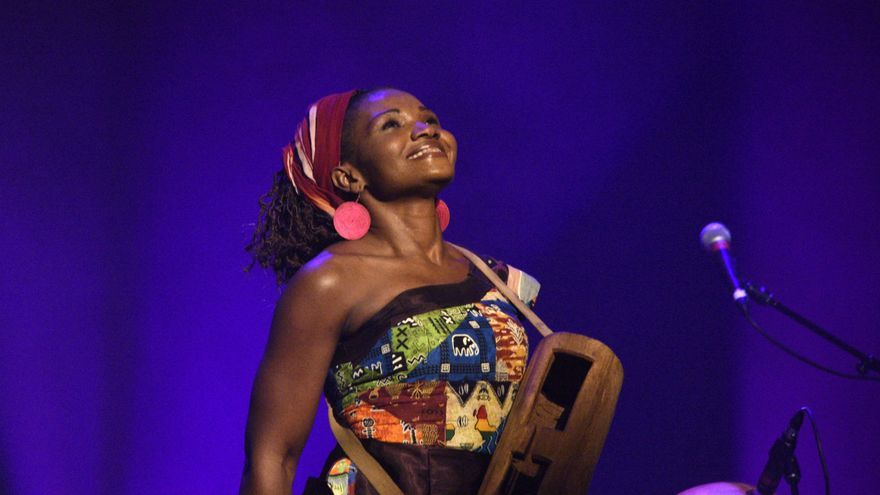 Kareyce Fotso, cantante camerunesa