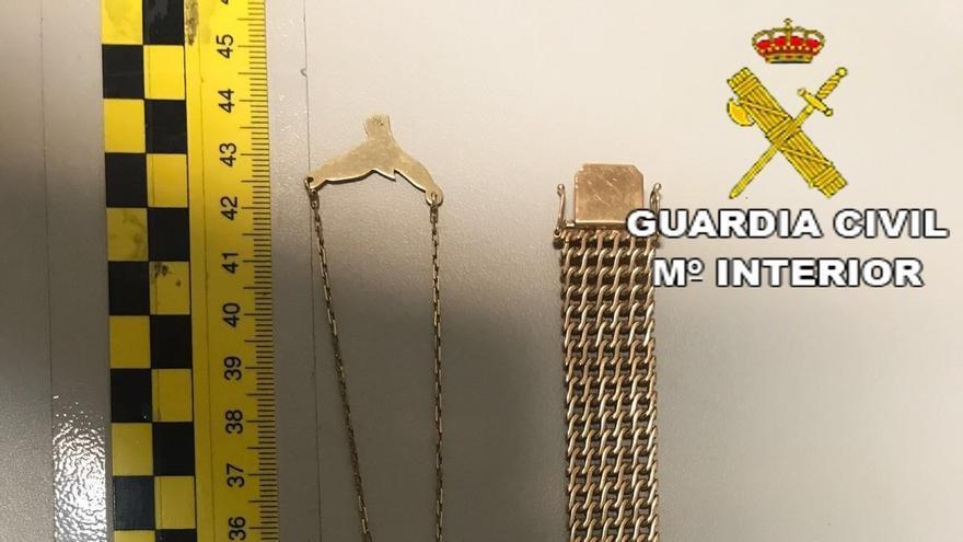 La Guardia Civil detiene a cinco personas por el robo de joyas durante una fiesta en un domicilio de Santa Brígida