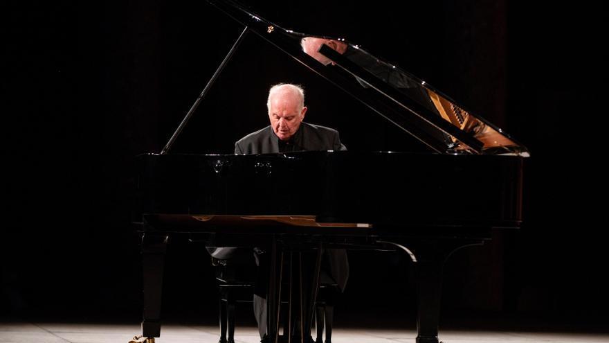 Barenboim celebra 70 años en los escenarios con un recital en Salzburgo