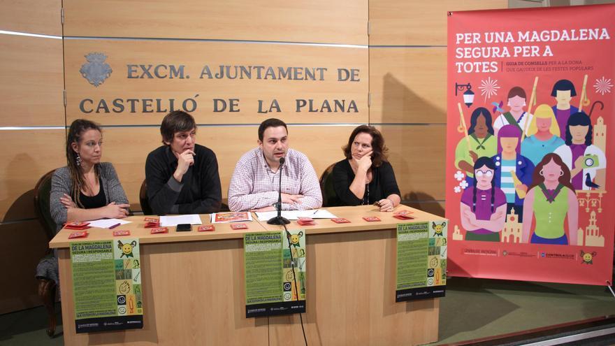 """Presentación de la guía """"Per una Magdalena segura per a totes"""" en el Ayuntamiento de Castellón."""