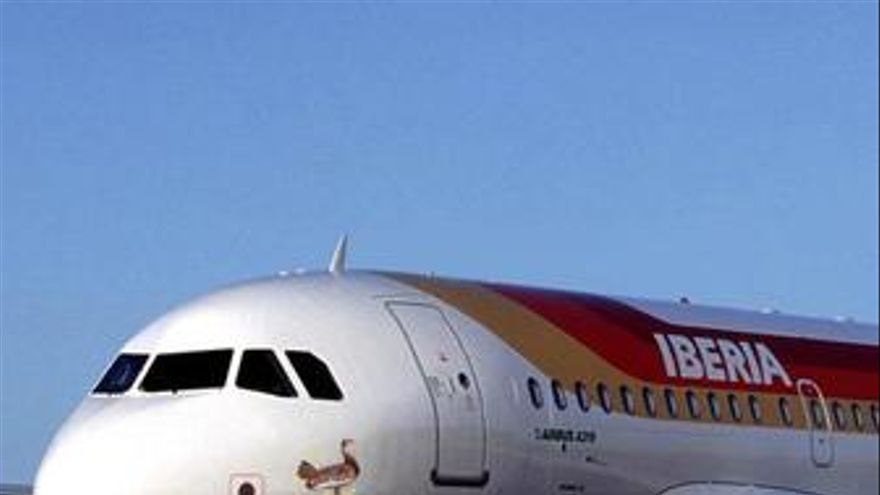 Los usuarios del avión bajan un 3,3% en abril