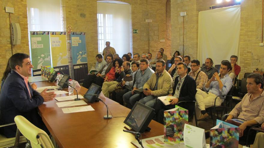 Los alcaldes de las tres comarcas durante la reunión mantenida con el presidente de la Diputación.
