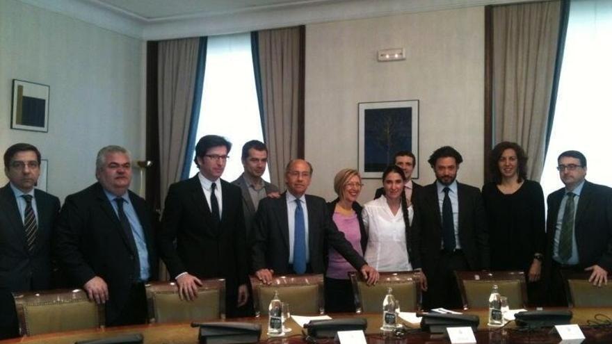Diputados de todos los grupos salvo Izquierda Plural se reunieron en el Congreso con Sánchez.