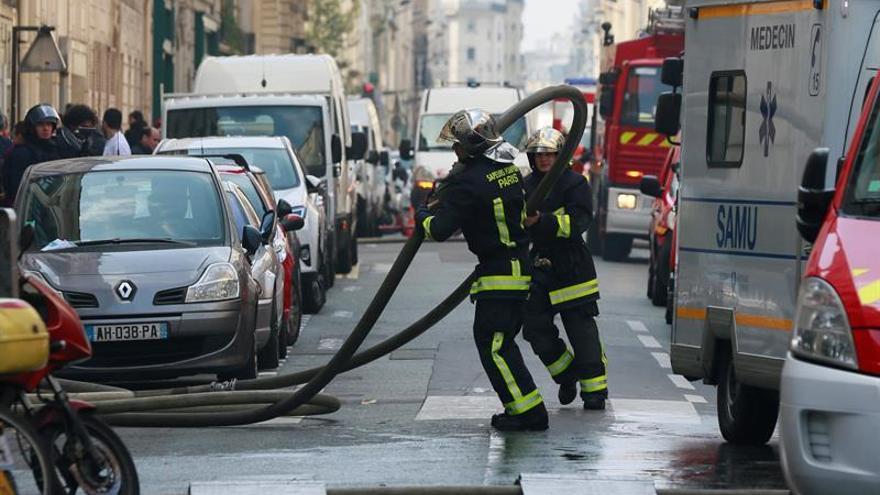 Dos niños y un adulto mueren en el incendio de su piso cerca de París