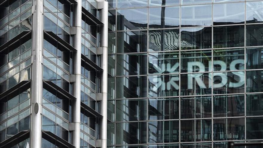 El regulador británico multa a 5 bancos por falta control en el mercado de divisas