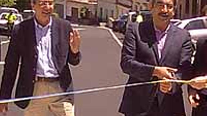 De izquierda a derecha, Rogelio Frade y Román Rodríguez en plena actuación.