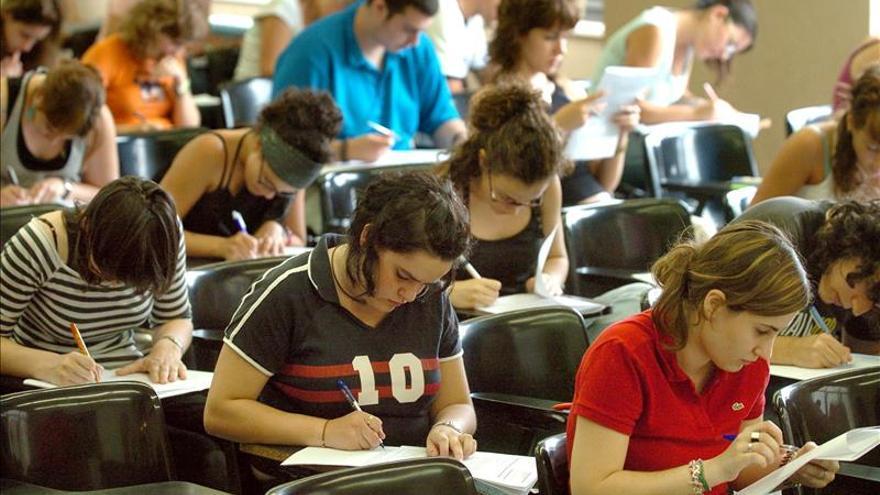 Los universitarios siguen una dieta poco variada, pero tienen un peso normal