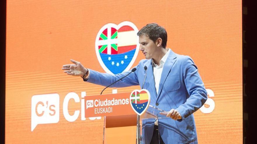 """Rivera pide a PP y PSOE """"generosidad"""" y que piensen """"un poquito"""" en España"""