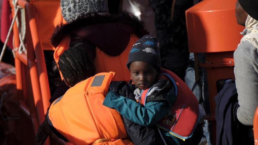 Salvamento Marítimo ha rescatado este miércoles a 63 personas de dos pateras que se dirigían a Canarias. EFE/ Ángel Medina G