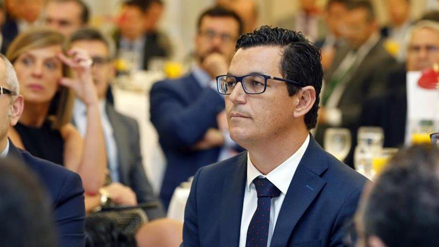 El vicepresidente y consejero de Obras Públicas del Gobierno de Canarias, Pablo Rodríguez. EFE/Elvira Urquijo A.