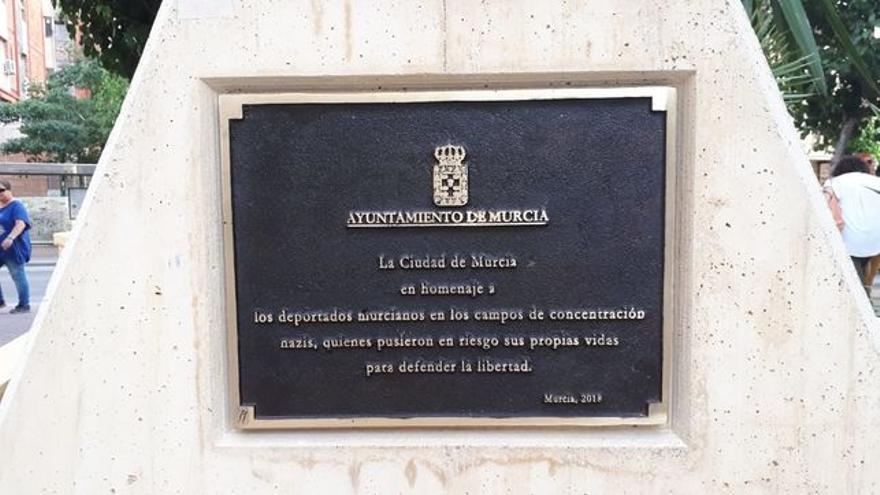 Placa conmemorativa a los deportados murcianos a los campos de concentración