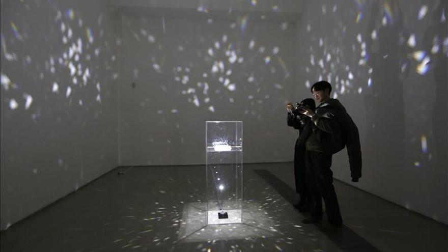 Yoko Ono inaugura su primera exposición en Pekín sin acudir al estreno