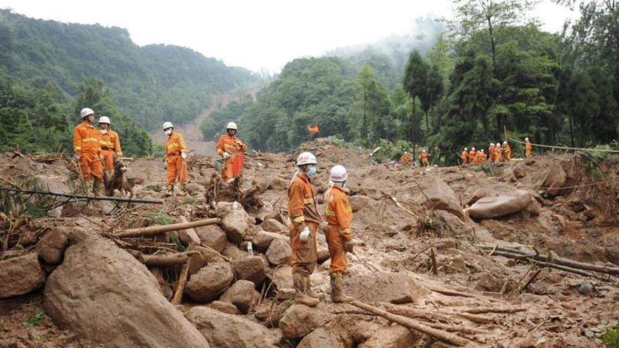 Mueren tres personas tras un corrimiento de tierras en el sur de China