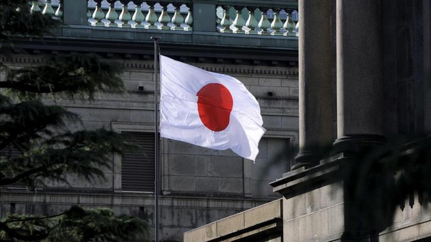 Japón revisa al alza su evaluación de la economía ante la debilidad del yen