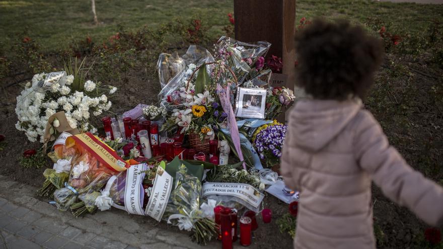 Monumento a las víctimas del 11-M en la estación de Santa Eugenia. / Olmo Calvo