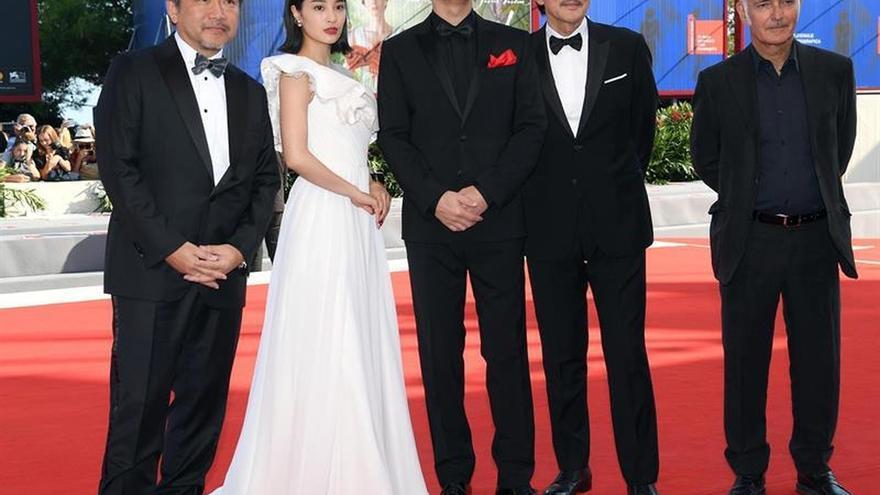 Kore-eda se pasa al thriller en El tercer asesinato y no convence en Venecia