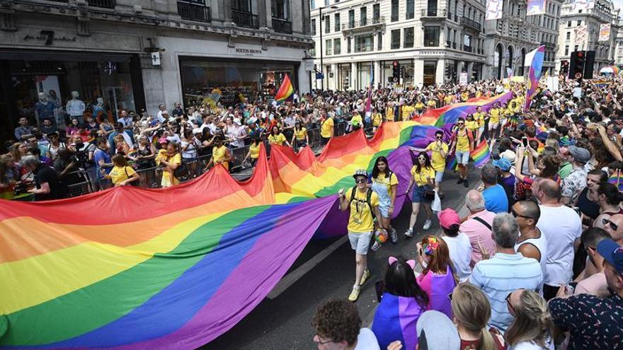 Alrededor de 30.000 personas participan en Londres en marcha del Orgullo LGTB