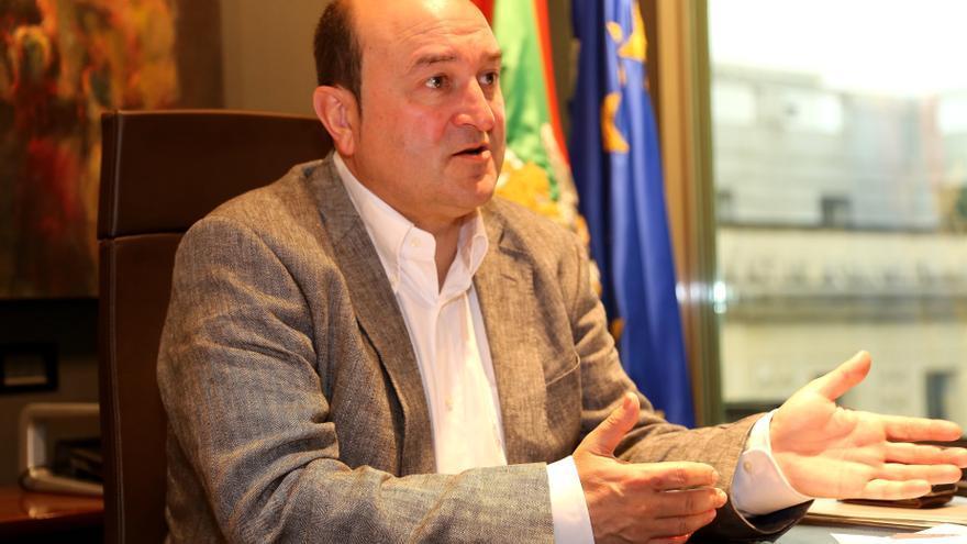 """Ortuzar acusa a Bildu de """"falta de vergüenza política"""" y le dice que la mesa institucional no parará aunque no participe"""