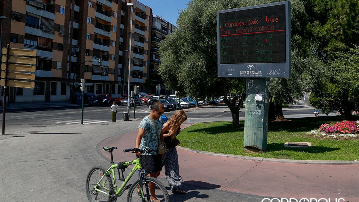 Uno de los paneles informativos sobre contaminación en Córdoba