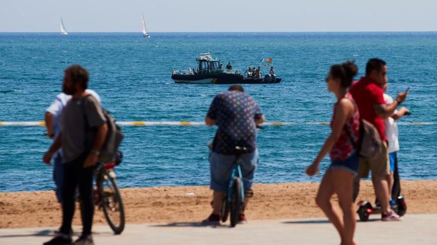 La Armada lleva mar adentro la bomba sin detonar para su explosión controlada